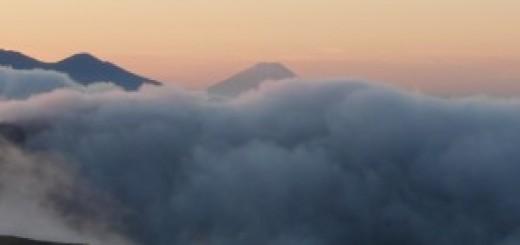 雲海からの富士山